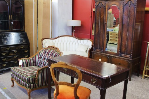 ... antique furniture adventure in Portland, Oregon. 1 ... - Antique Furniture Portland- Monticello Antique Marketplace